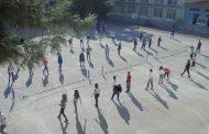 Σχολική αυλή μετατράπηκε σε γήπεδο του τένις