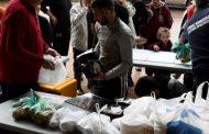 Τρία επιπλέον σημεία διανομής τροφίμων, νερού και ρούχων στη Μάνδρα