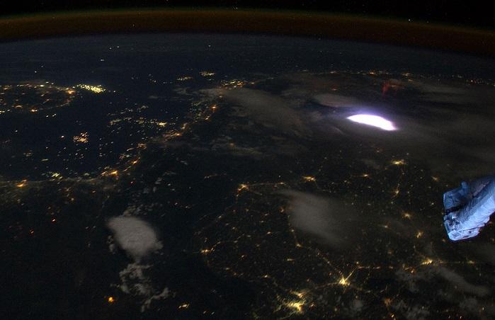 Πώς φαίνονται οι αστραπές από το Διάστημα;