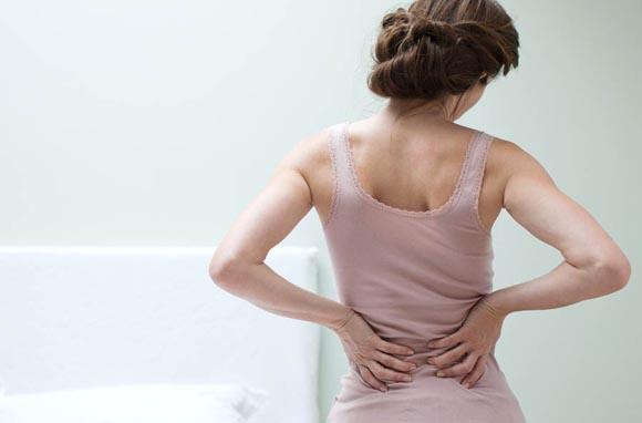 Πόσο μας επιβαρύνουν οι πόνοι στην πλάτη