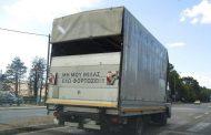 Τα… σπάει επιγραφή φορτηγατζή που απευθύνεται σε όσους τον ακολουθούν