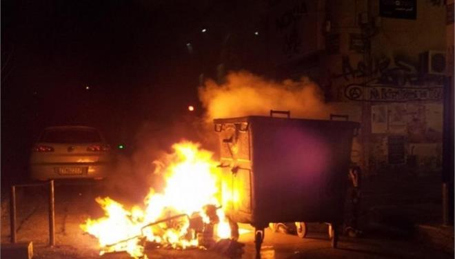 Φωτιά πήρε κάδος απορριμμάτων στη Λάρισα