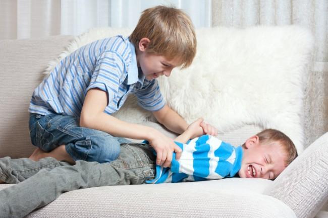 Παιδιά σε πόλεμο: Όταν τα παιδιά χτυπούν και μαλώνουν